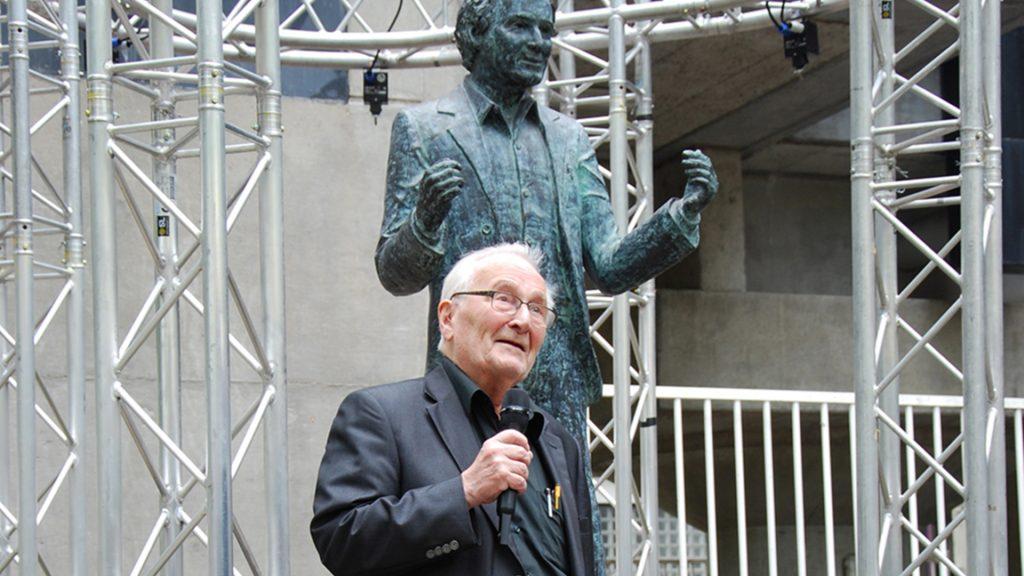 Standbeeld Herman Hertzberger onthuld